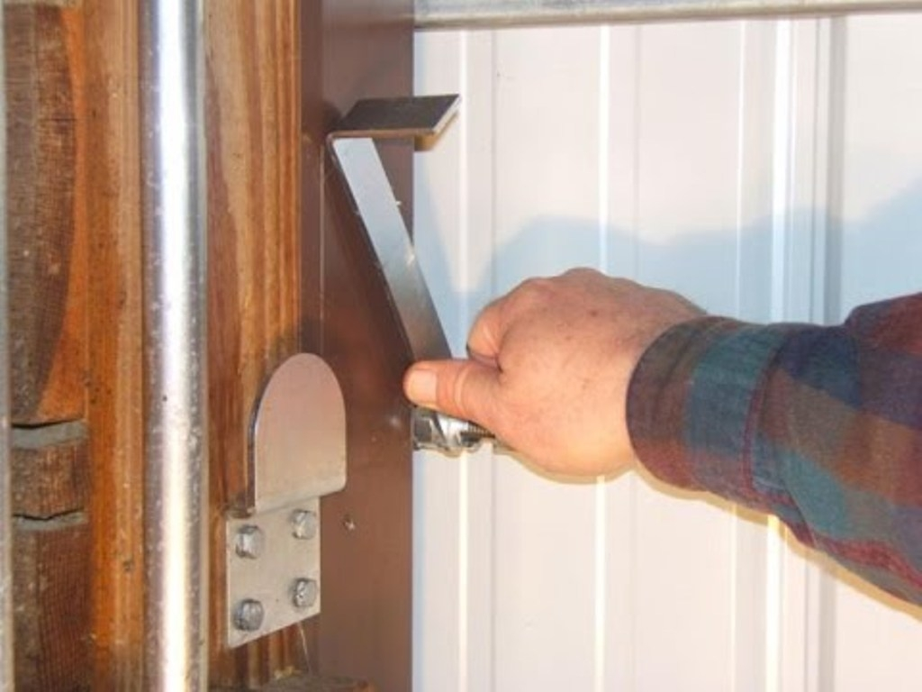 Pole Barn Sliding Door Lock