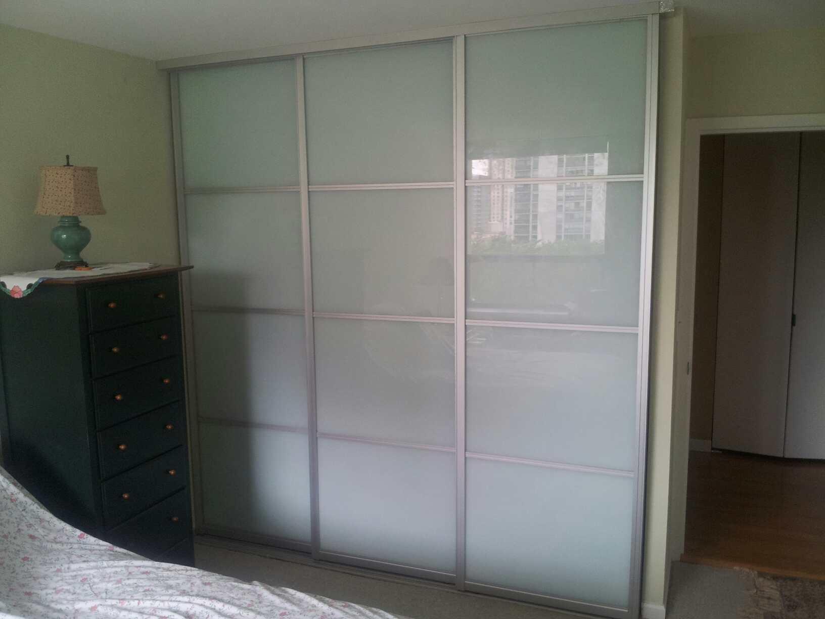 Sliding Closet Doors 3 Panelsthree panel sliding closet doors saudireiki