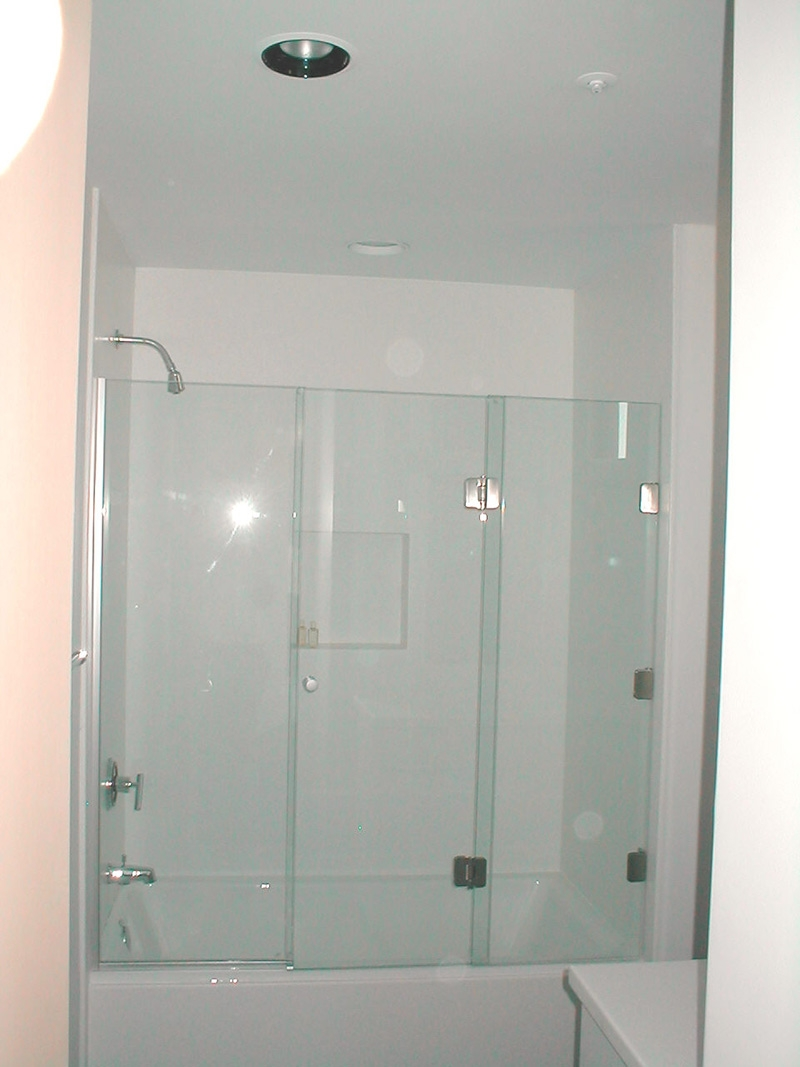 3 Panel Frameless Sliding Shower Door800 X 1067